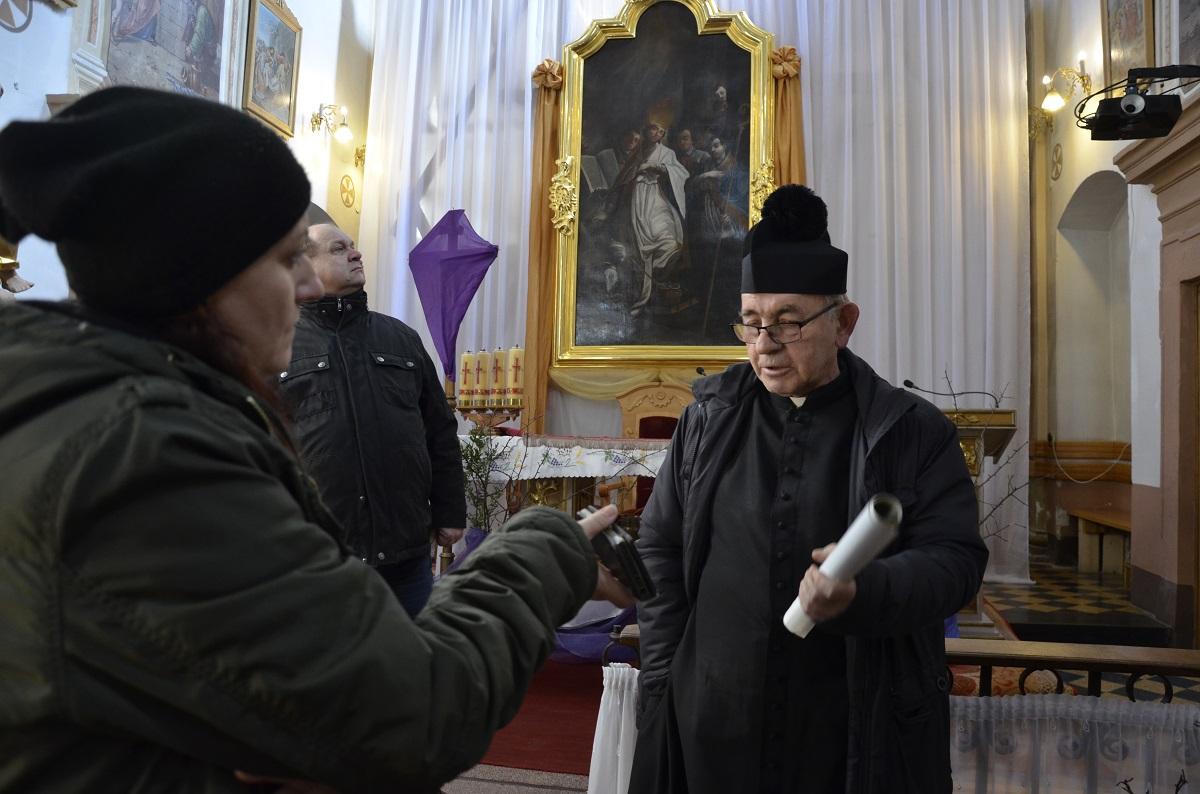 Parafianie z Uherzec Mineralnych zbierają na remont kościoła FOTO - Zdjęcie główne