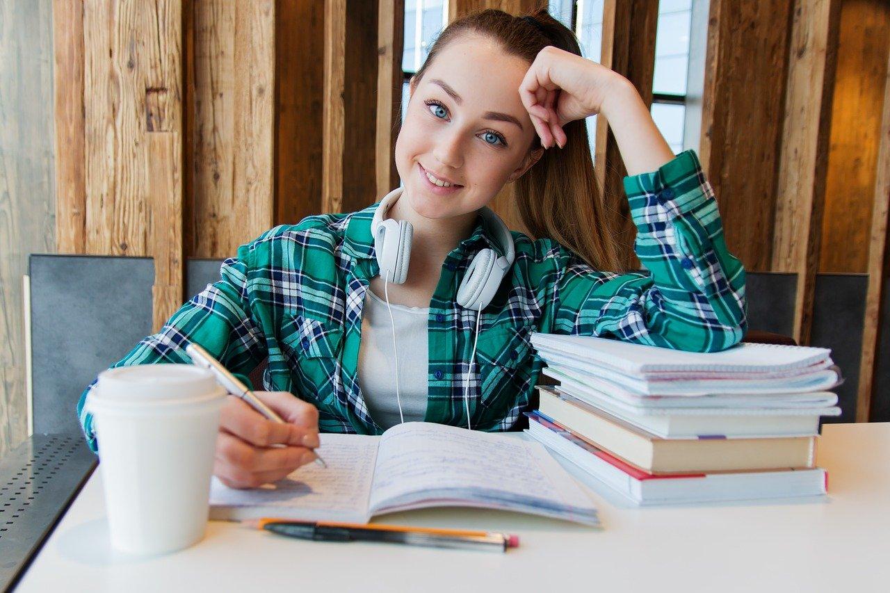 Kiedy ósmoklasiści i maturzyści wrócą do szkoły?  - Zdjęcie główne