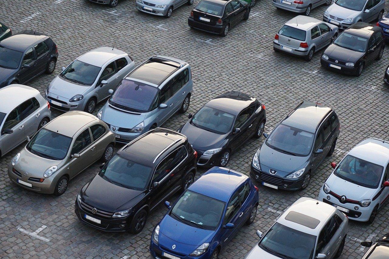 BRZOZÓW: Kompletnie pijany jeździł po parkingu pod sklepem! - Zdjęcie główne