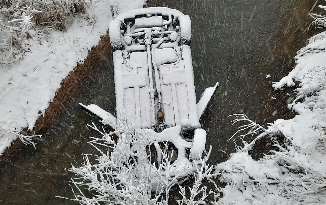 Podkarpacie. Wypadła z drogi i wpadła do rzeki. 47-latka w szpitalu - Zdjęcie główne