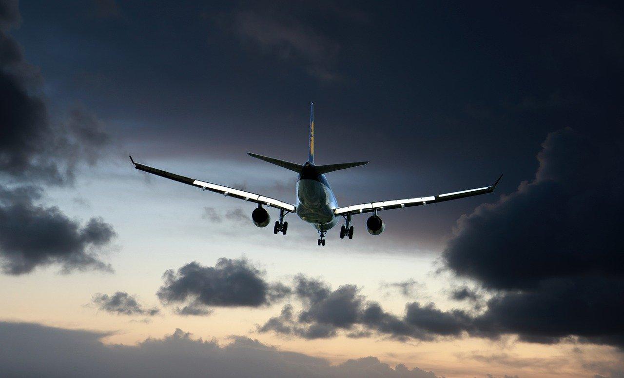 Przedłużono zakaz międzynarodowego ruchu lotniczego - Zdjęcie główne