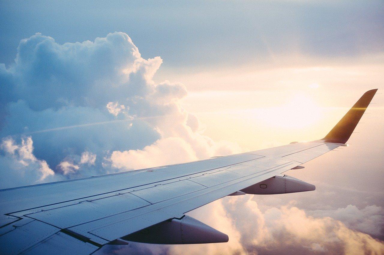 PLL LOT od 1 czerwca wznawiają krajowe loty pasażerskie - na razie do 8 miast - Zdjęcie główne