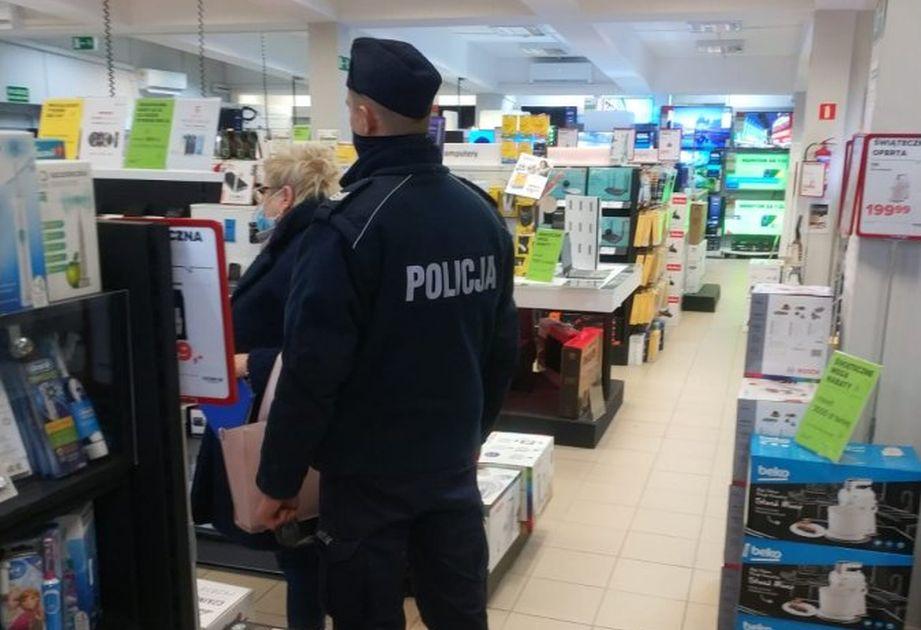 Wspólne kontrole policji i sanepidu w sanockich sklepach - Zdjęcie główne