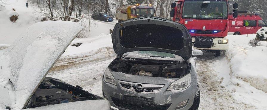 IZDEBKI. Czołowe zderzenie dwóch samochodów [ZDJĘCIA] - Zdjęcie główne