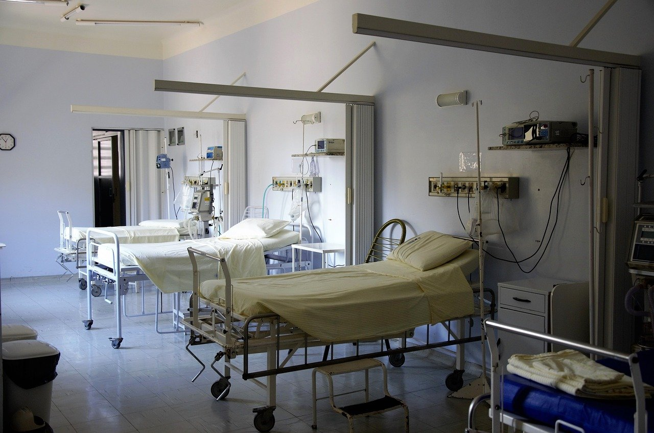 Wojewoda podkarpacki: w szpitalach jest 608 łóżek dla chorych na COVID-19 - Zdjęcie główne
