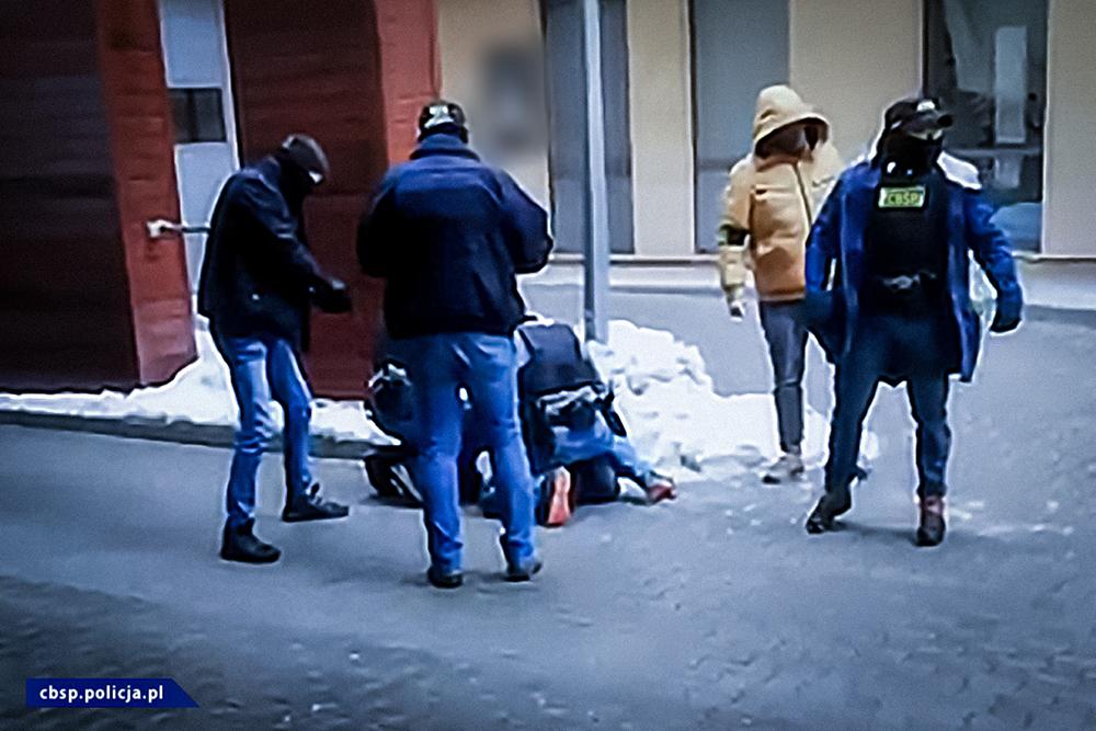 """Handel narkotykami, członek gangu! Zatrzymano jednego ze scenarzystów filmu """"Pętla""""! - Zdjęcie główne"""