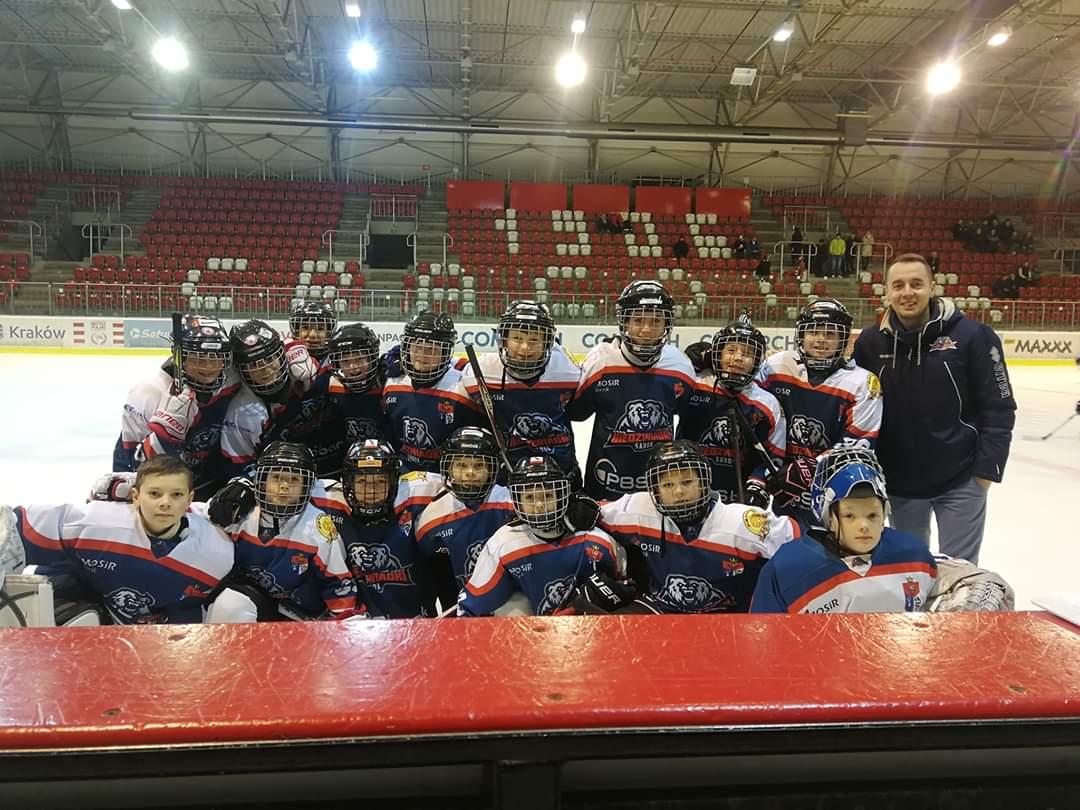 Dwa zwycięstwa żaków młodszych na turnieju pod Wawelem - Zdjęcie główne