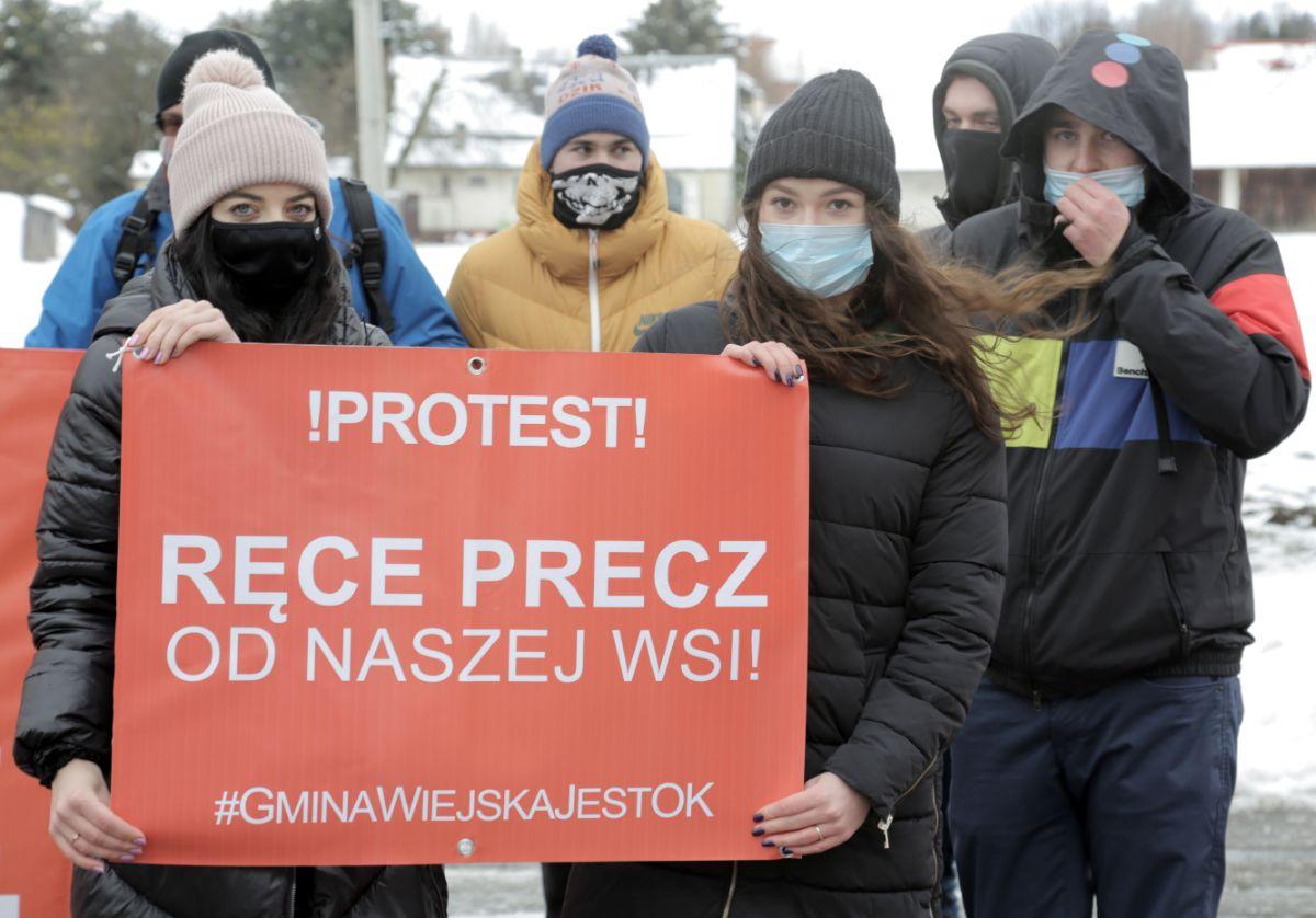 Protest Mieszkańców Gminy Sanok: Nie pozwolimy aby za plecami decydowano o naszym losie! [VIDEO] - Zdjęcie główne