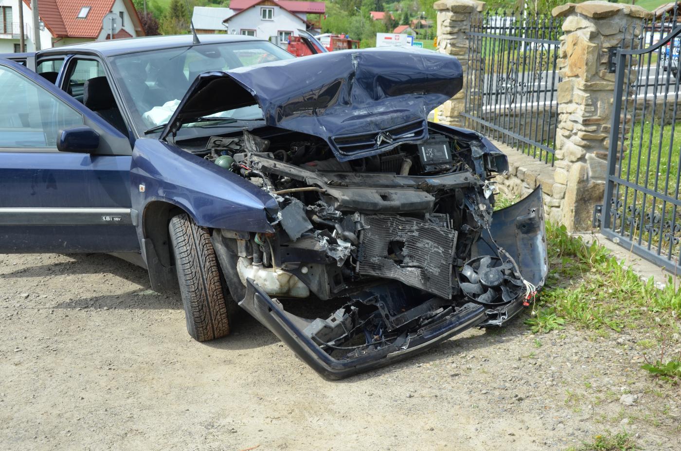 WUJSKIE: Najechanie na tył pojazdu. Jedna osoba poszkodowana [ZDJĘCIA] - Zdjęcie główne