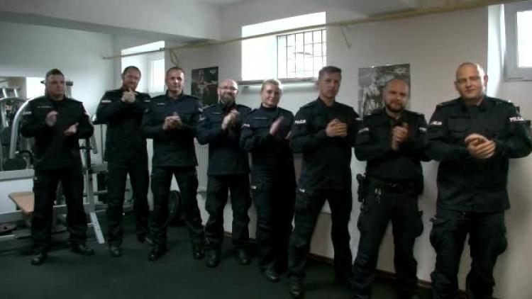 Policjanci ustrzyckiej komendy przyłączyli się do #GaszynChallenge. Nominacja dla KPP Sanok! [VIDEO] - Zdjęcie główne