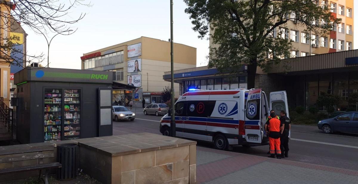SANOK: Półnaga kobieta w centrum miasta. Dziecko zadzwoniło po pomoc! [FOTO] - Zdjęcie główne