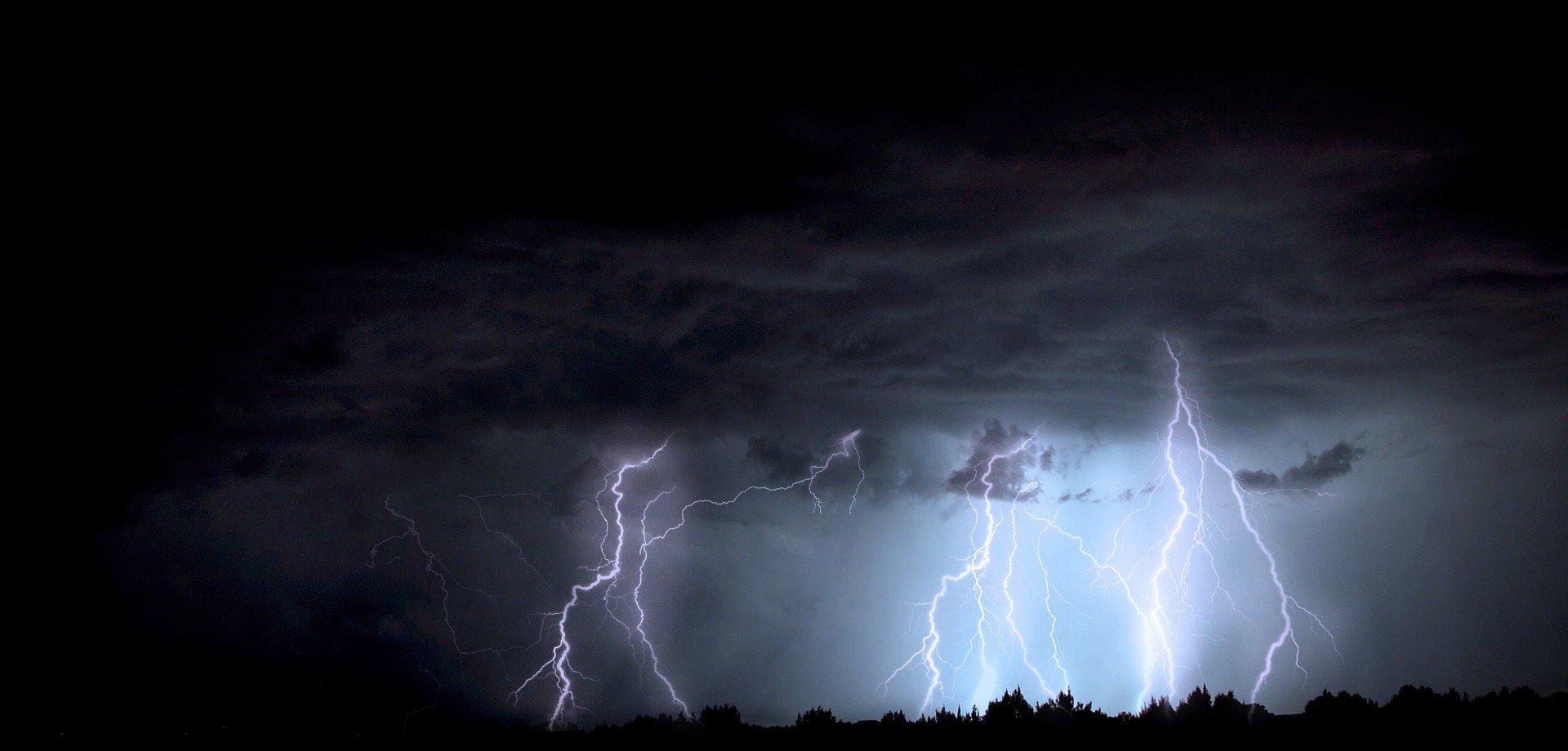 UWAGA! Załamanie pogody. Burze wichury i lokalne podtopienia!  - Zdjęcie główne
