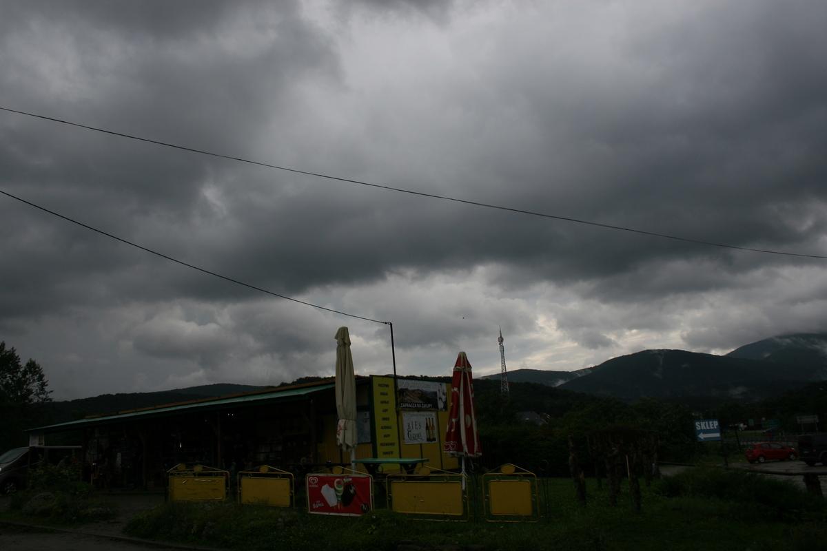 Bieszczady w obiektywie: Ustrzyki Górne w deszczu FOTO - Zdjęcie główne