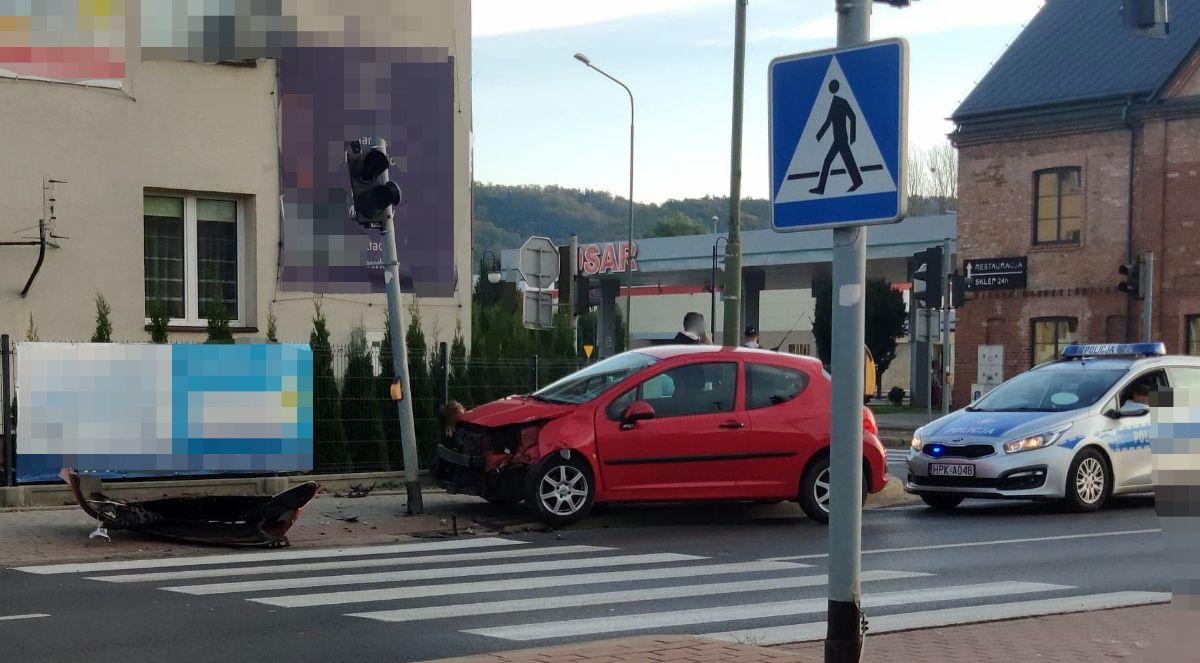 SANOK: 37-latka wyjechała na skrzyżowanie na czerwonym świetle [FOTO] - Zdjęcie główne
