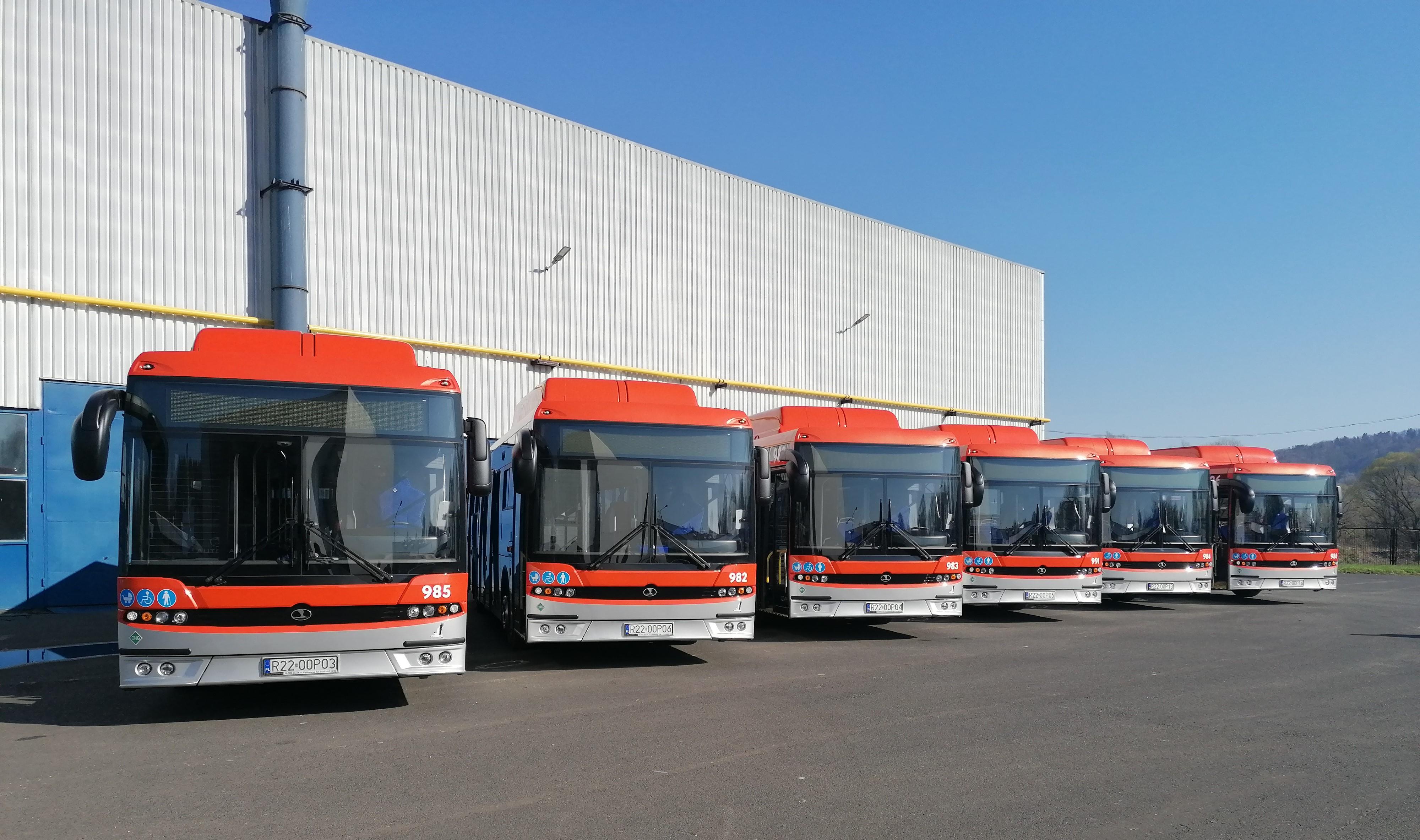 Wszystkie AUTOSANY dotarły do stolicy Podkarpacia! [ZDJĘCIA+WIDEO] - Zdjęcie główne