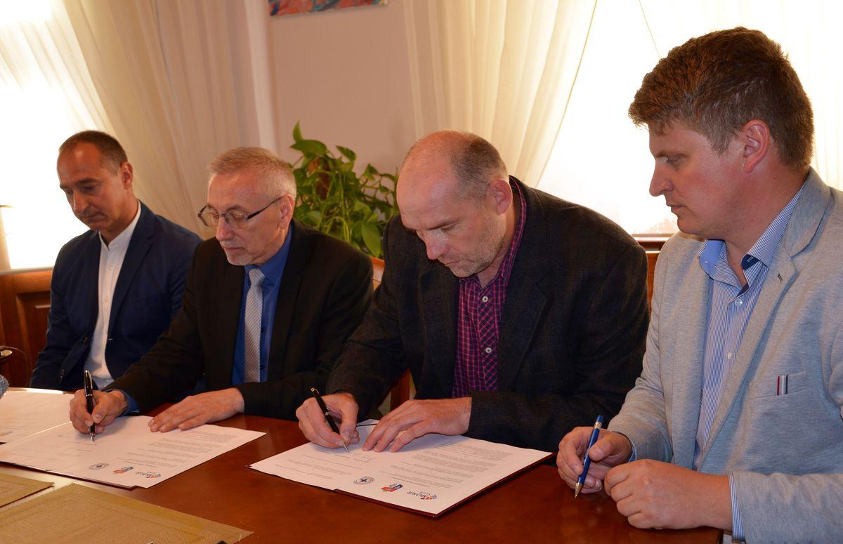 Porozumienie pomiędzy sanockim MOSiR-em a bieszczadzkim WOPR-em - Zdjęcie główne