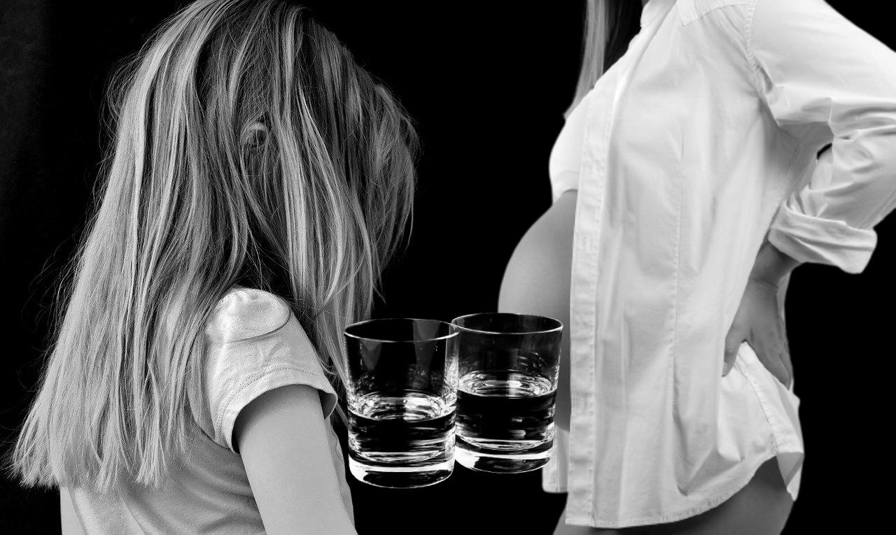 SYGNAŁY CZYTELNIKÓW: Kompletnie pijana kobieta w wysokiej ciąży szła z małym dzieckiem  - Zdjęcie główne