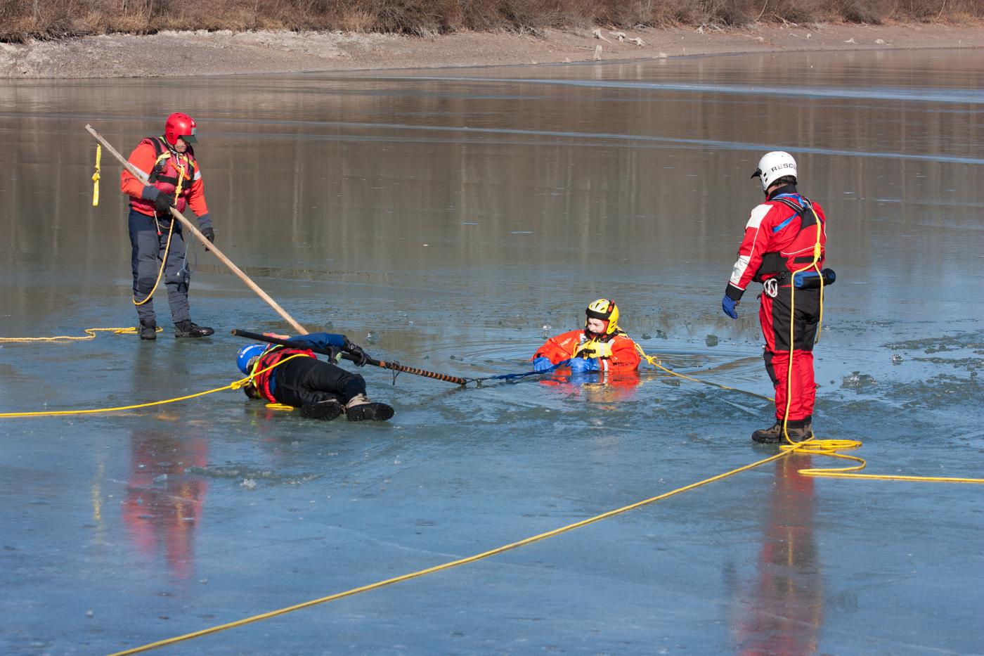 Sprawdź co robić gdy załamie się pod kimś lód! [INSTRUKCJA] - Zdjęcie główne