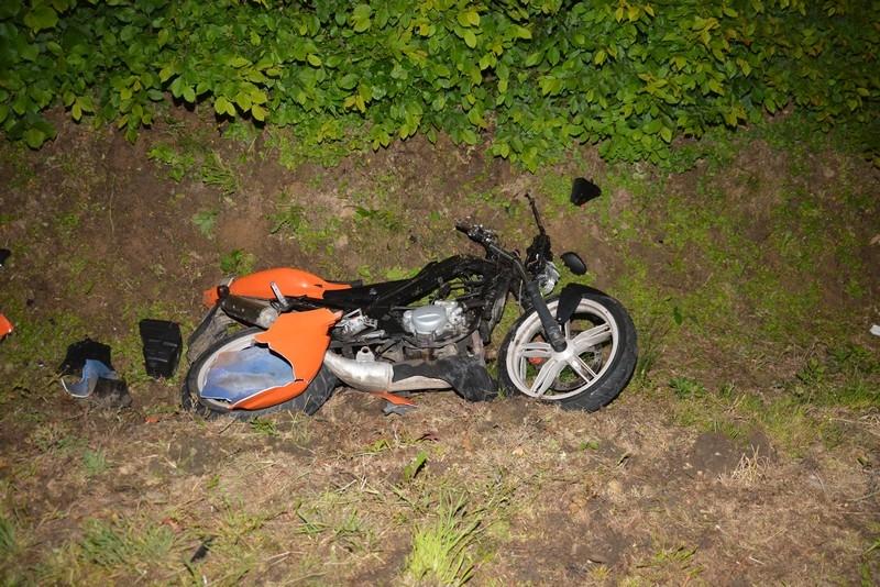 Z REGIONU. Trzy osoby ranne po zderzeniu osobówki z motocyklem [FOTO] - Zdjęcie główne