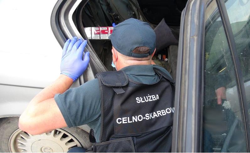 Budomierz. Zatrzymana kontrabanda w samochodowych skrytkach - Zdjęcie główne