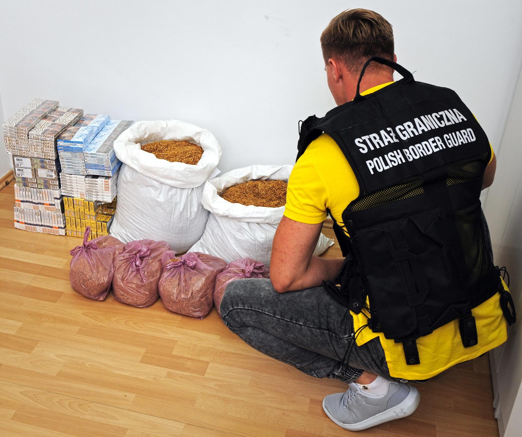 Rzeszów: Magazyn kontrabandy; odkryto nielegalny tytoń i papierosy - Zdjęcie główne