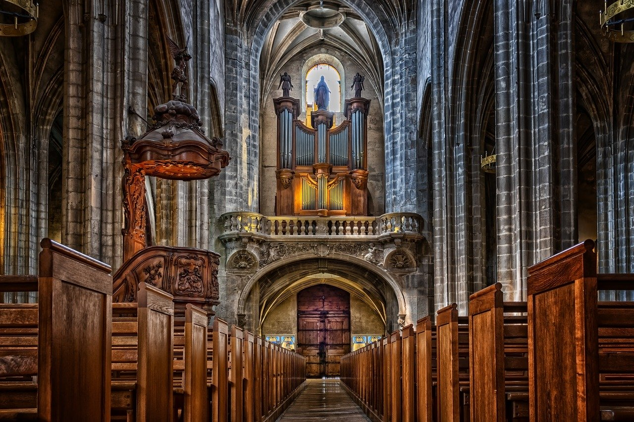 Biskupi zachęcają do uczestnictwa w mszach św. z zachowaniem zasad sanitarnych - Zdjęcie główne