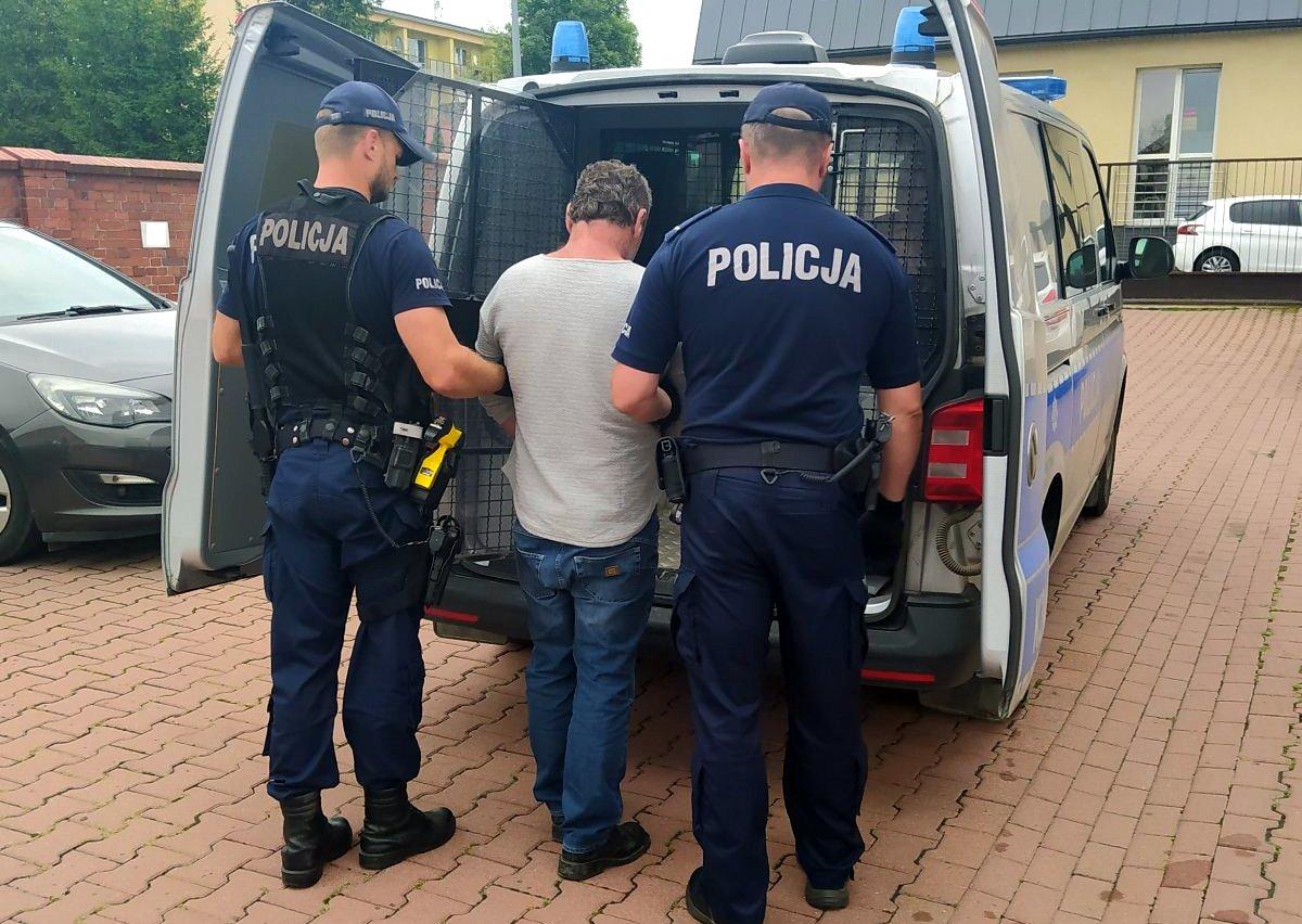 HUMNISKA: 51-latek wrzucił na teren posesji trzy butelki wypełnione łatwopalną substancją. Chciał podpalić dom! - Zdjęcie główne