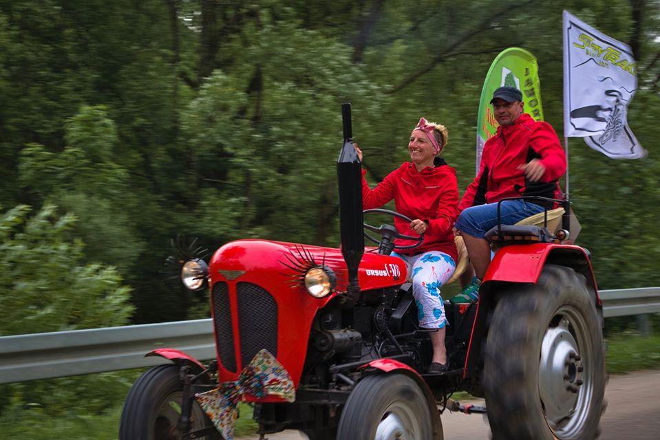 Tego jeszcze nie było! Traktorami zwiedzili Bieszczady [FOTO+VIDEO] - Zdjęcie główne