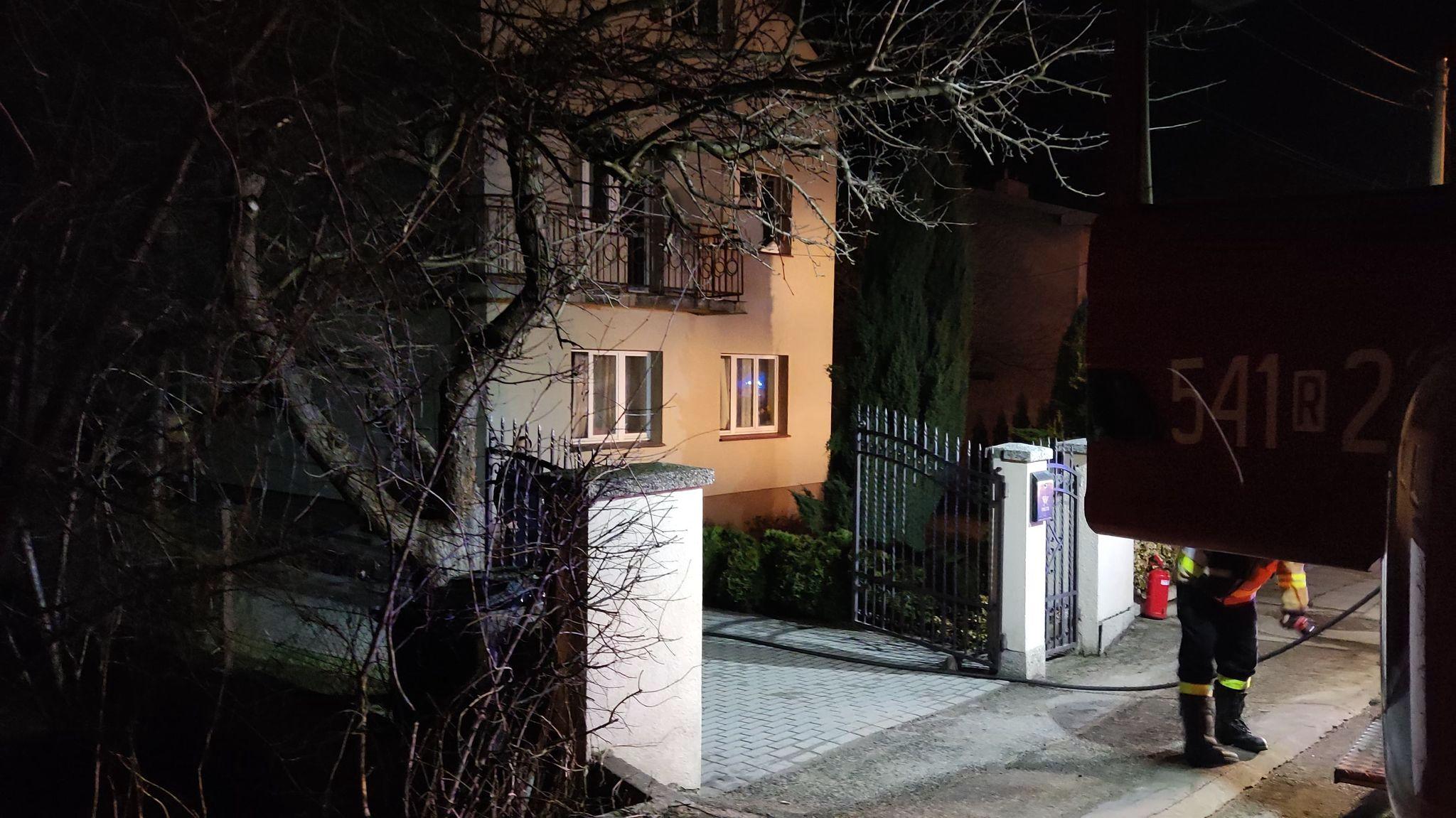 SANOK: Pożar kotłowni w domu jednorodzinnym przy ul. Warzywnej [ZDJĘCIA+WIDEO] - Zdjęcie główne