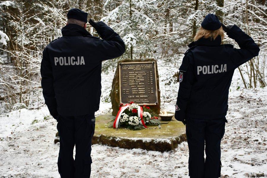 Policja uczciła 30. rocznicę katastrofy śmigłowca w Cisnej  - Zdjęcie główne