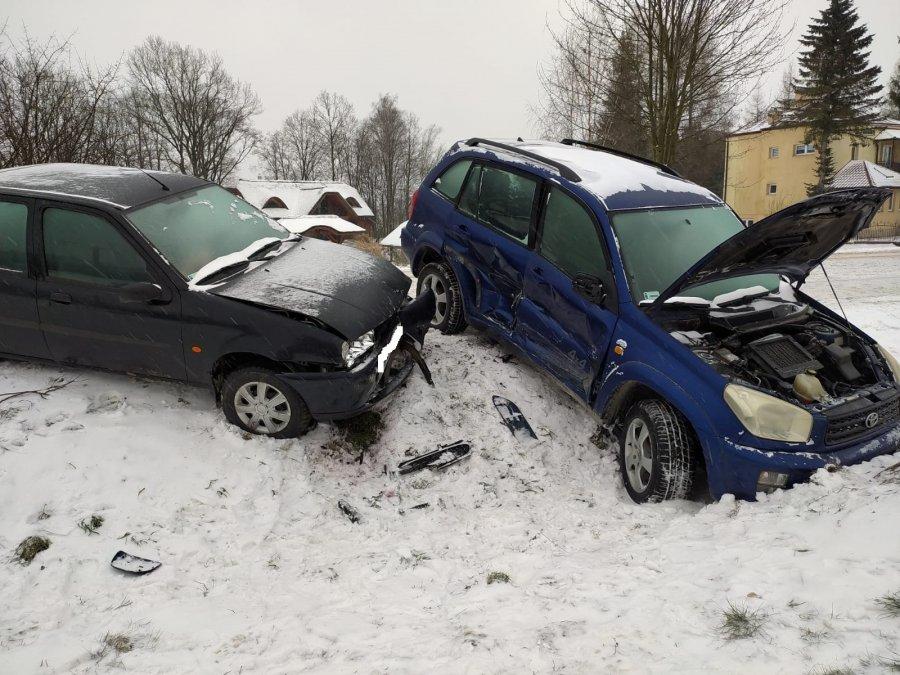 Podkarpacie. Wypadek z udziałem Toyoty i Forda. 1 osoba ranna - Zdjęcie główne