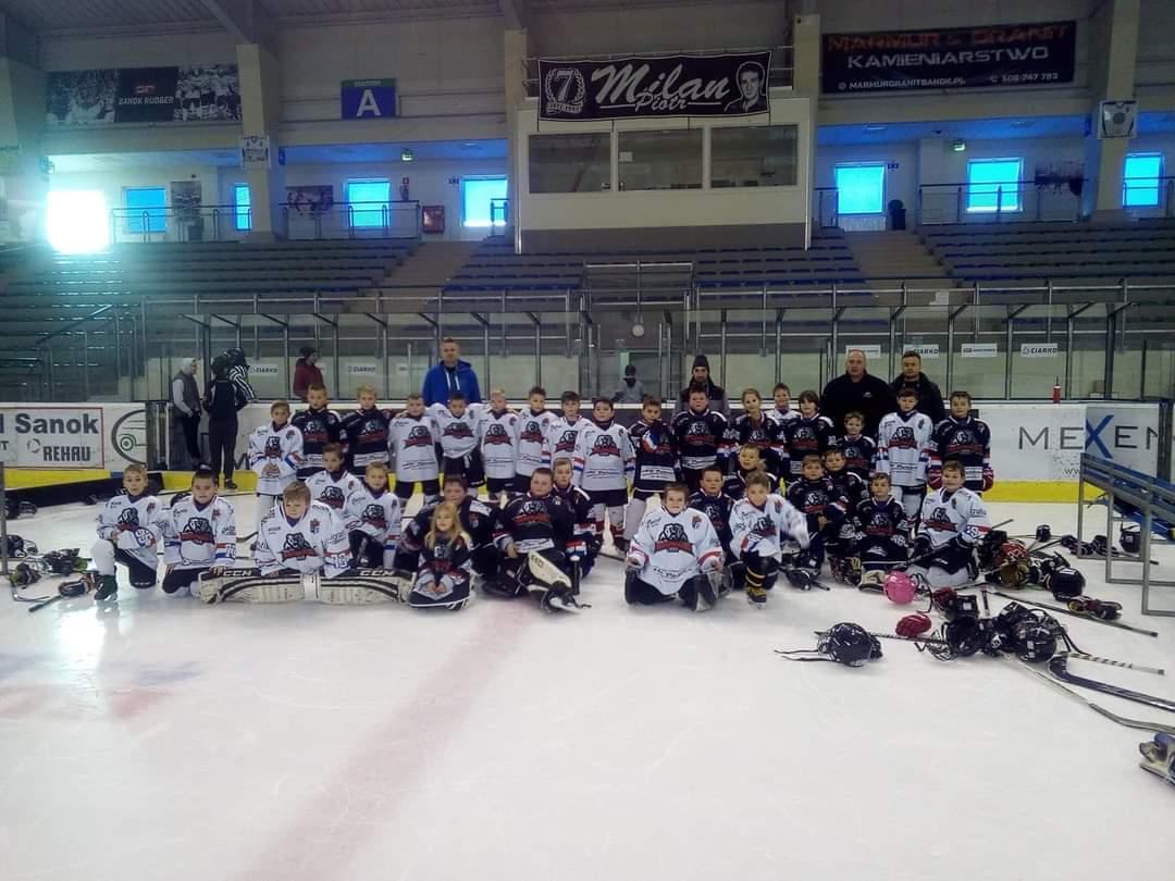Turniej mini hokeja w Arenie Sanok - Zdjęcie główne