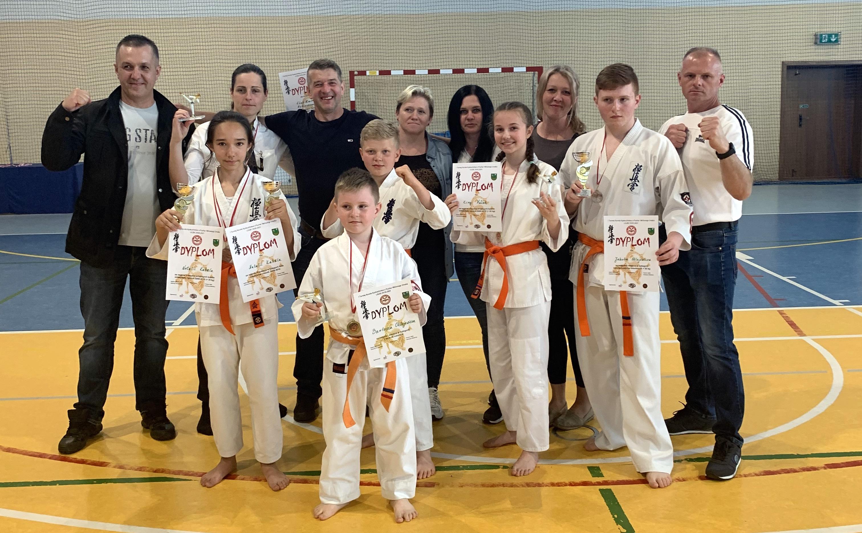 UKS Karate Kyokushin Kumite Niebieszczany ze srebrem drużynowym! [ZDJĘCIA] - Zdjęcie główne