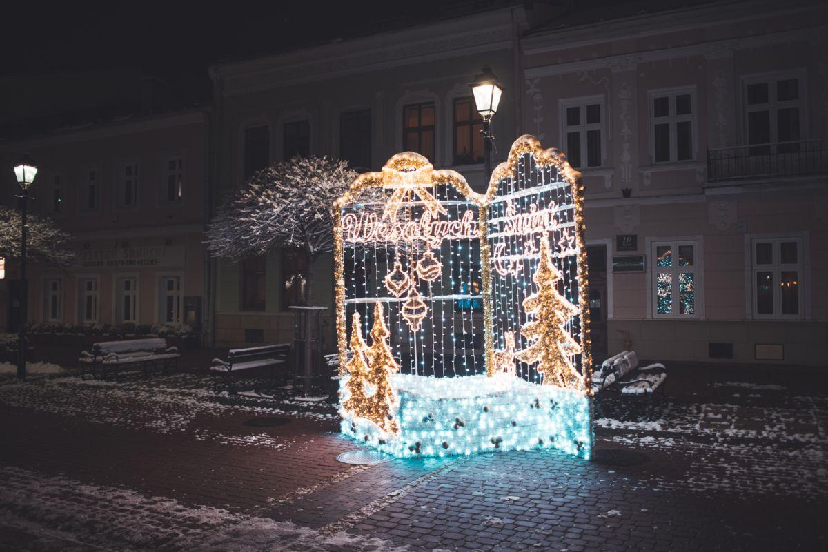 Zobacz sanocki Rynek w świątecznej odsłonie [FOTO+VIDEO] - Zdjęcie główne