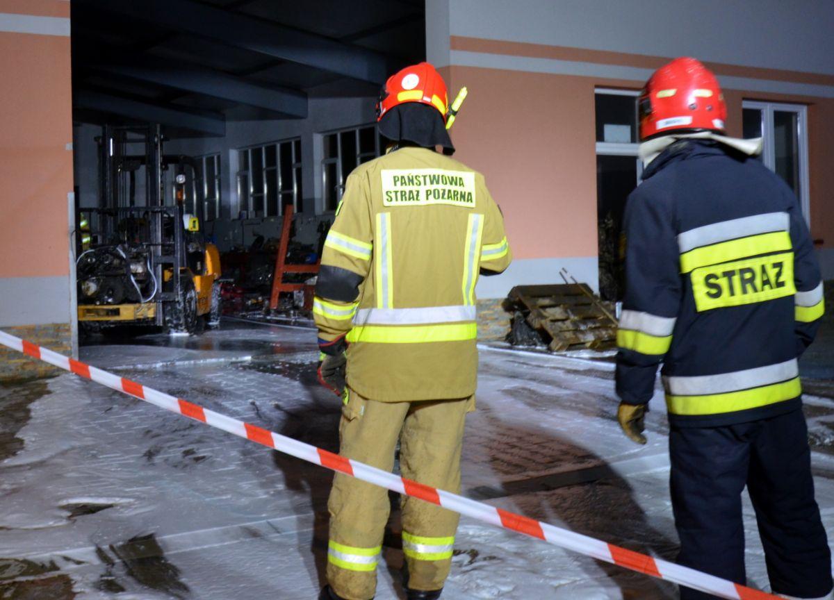 SANOK: Rozlane 200 litrów paliwa na stacji demontażu pojazdów [FOTO+VIDEO]  - Zdjęcie główne