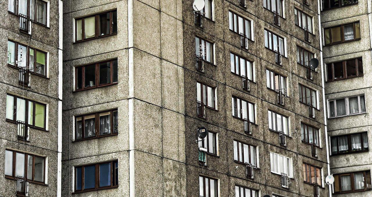 Dramat w Rzeszowie. Mężczyzna wypadł z okna 16. piętra! - Zdjęcie główne