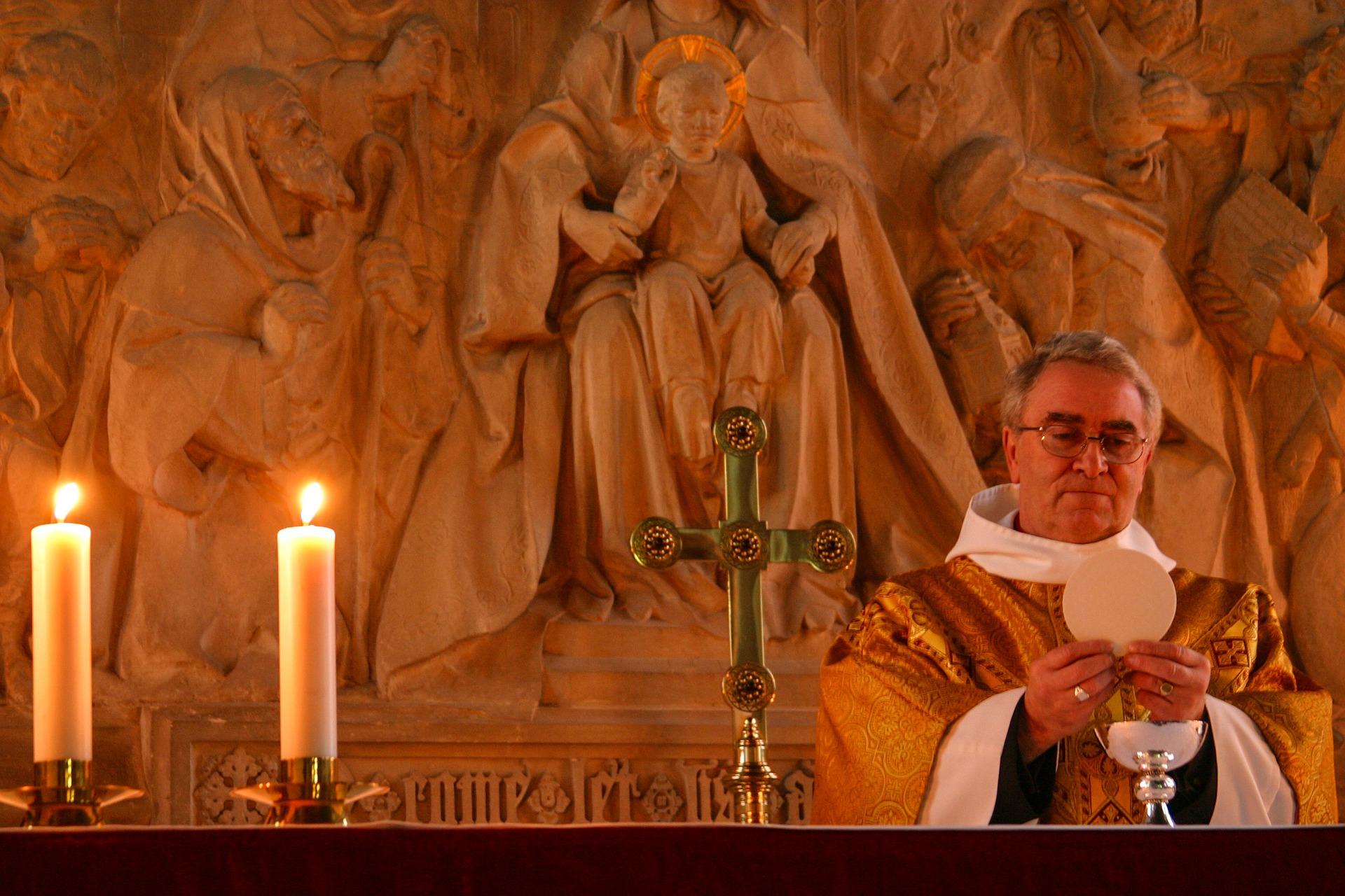Liczba wiernych w kościołach powinna być weryfikowana przez proboszczów! - Zdjęcie główne