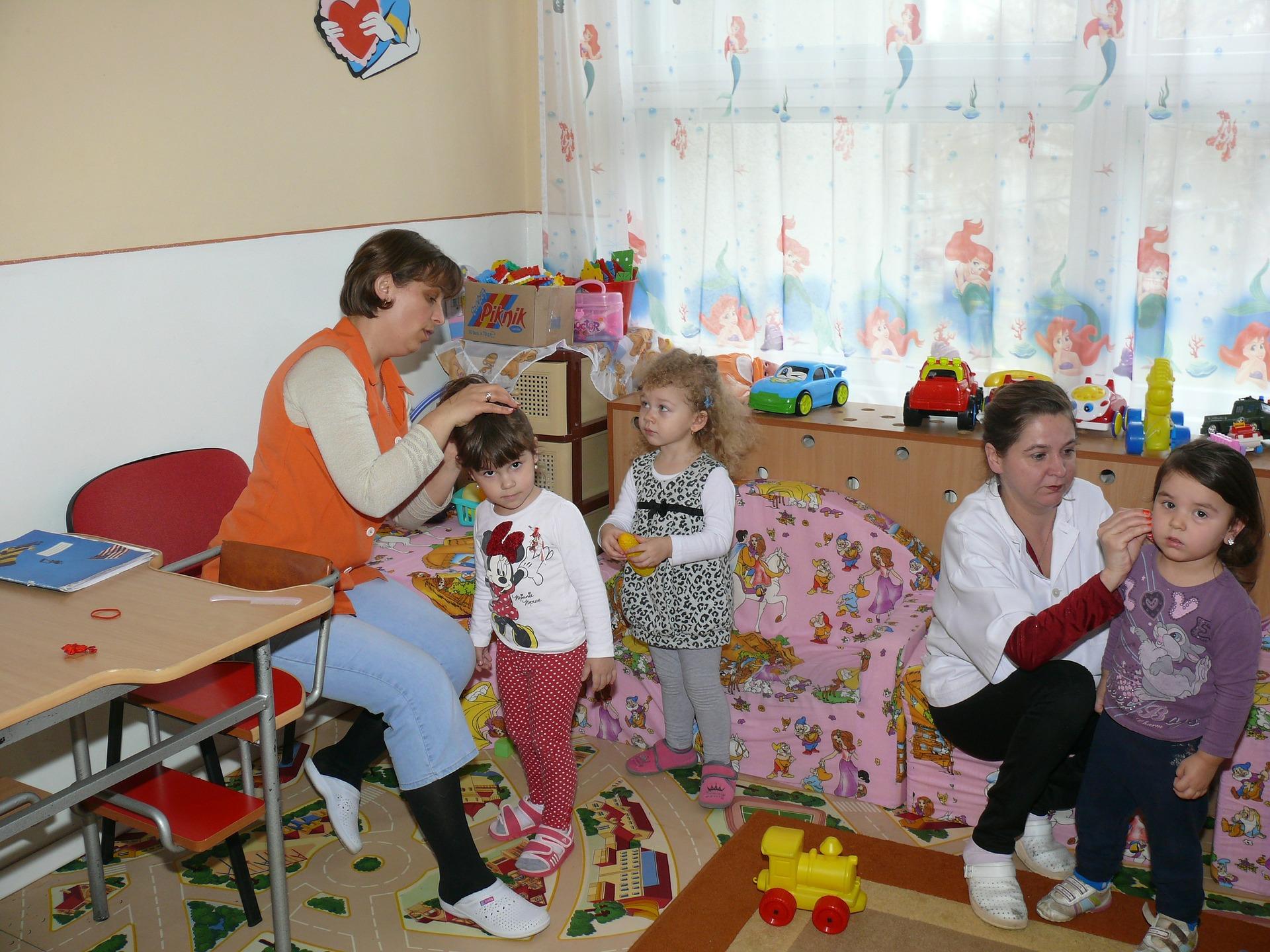 Pracownicy instytucji opieki nad dziećmi do lat 3 zostaną objęci szczepieniami w pierwszym etapie - Zdjęcie główne