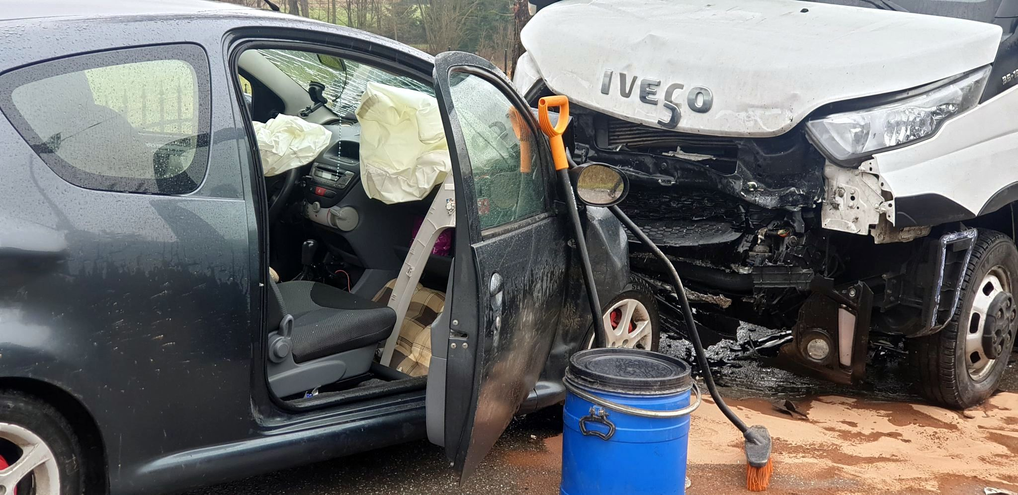 Czołowe zderzenie w Srogowie Górnym [FOTO+VIDEO] - Zdjęcie główne