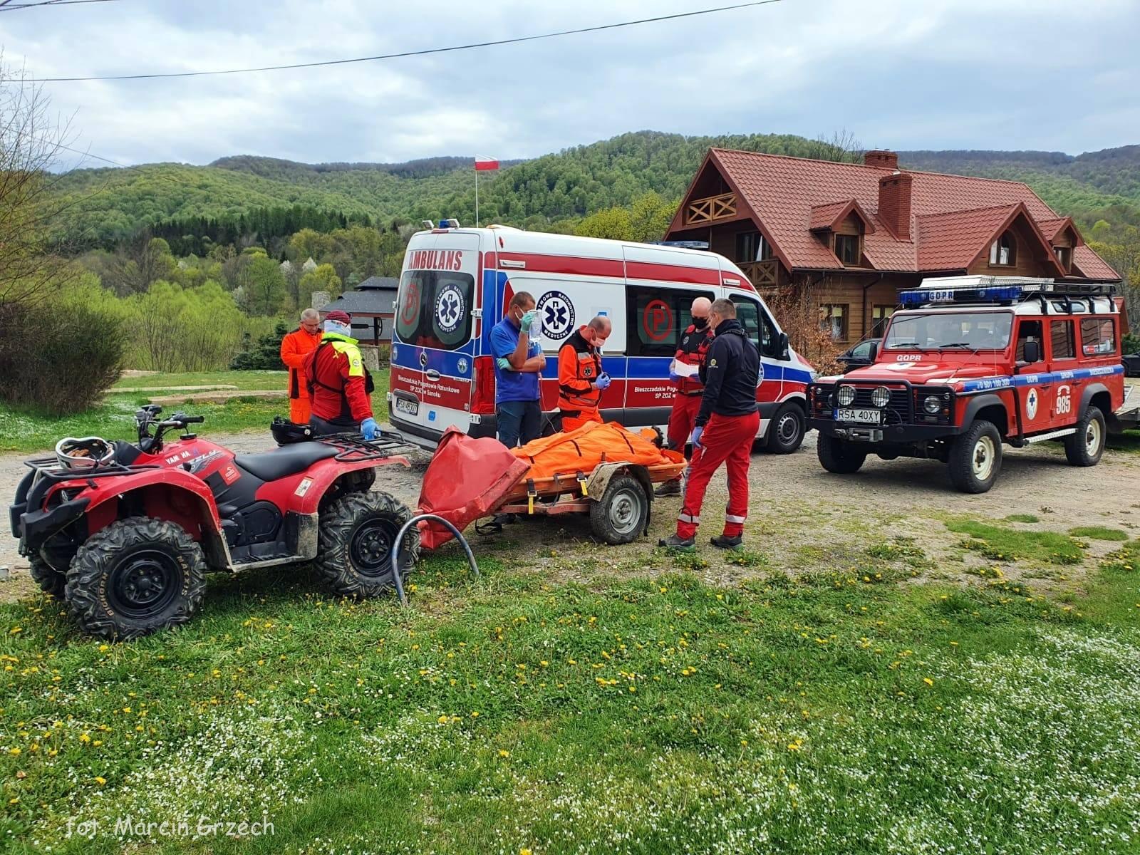 BIESZCZADY: Akcja ratunkowa w rejonie Kalnicy na czerwonym szlaku [FOTO] - Zdjęcie główne