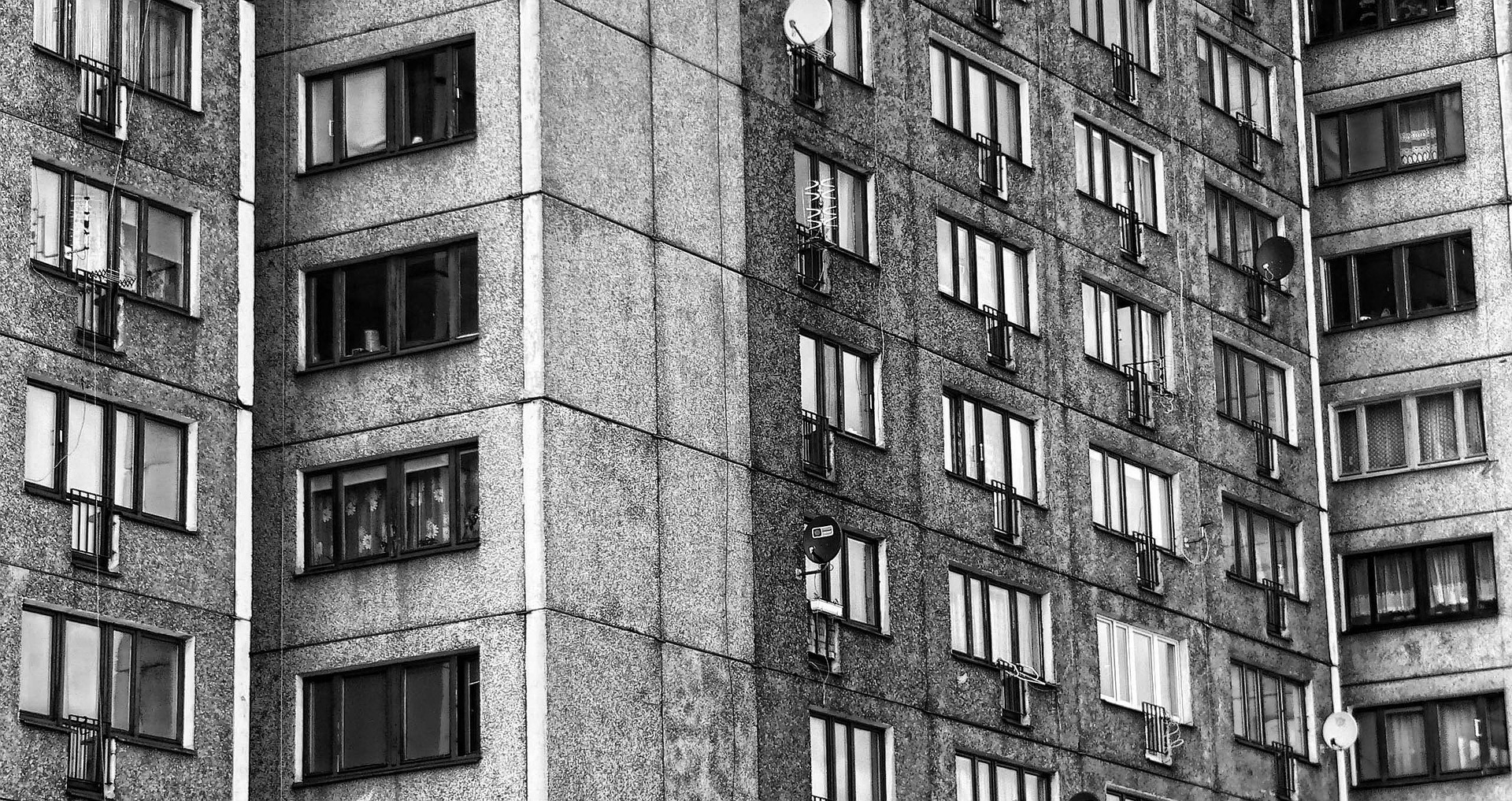 Tragedia w Krośnie. Mężczyzna wypadł z balkonu na 8 piętrze - Zdjęcie główne