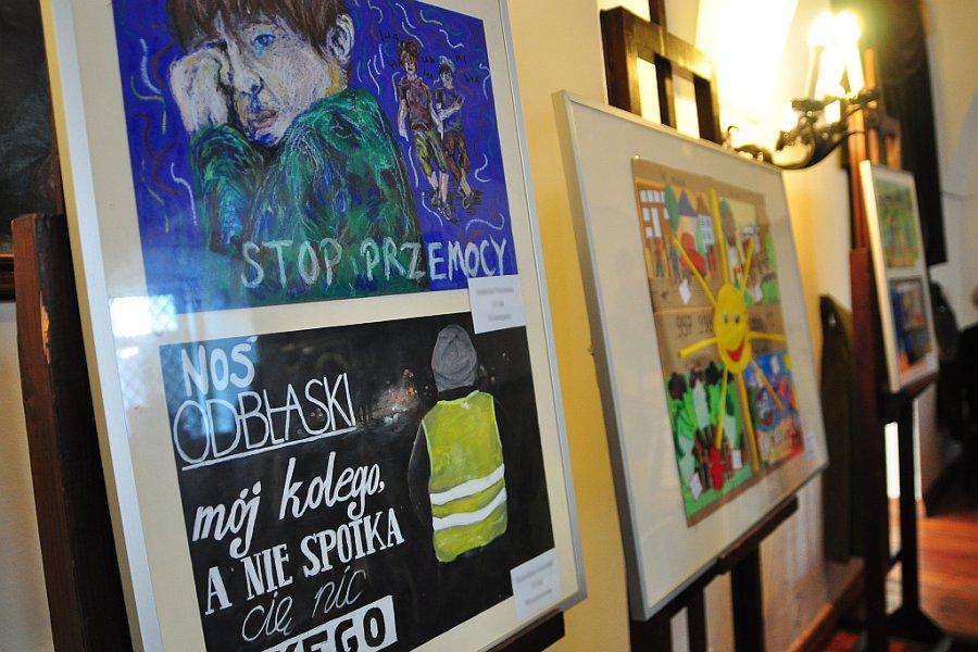 """Konkurs plastyczny dla dzieci i młodzieży """"Bezpieczne Wakacje"""" - Zdjęcie główne"""