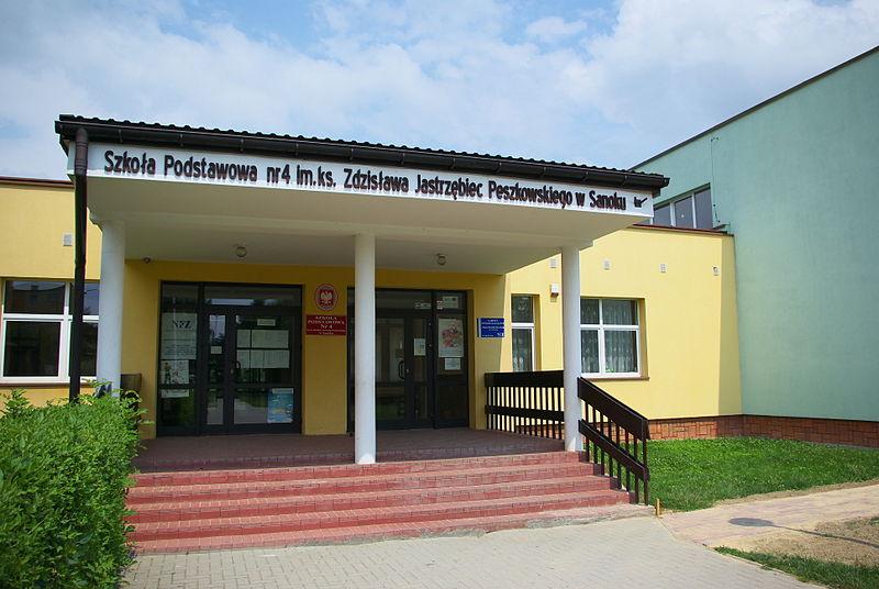 Rozpoczęcie roku szkolnego w SP nr 4 w Sanoku. Przydział wychowawców i klasopracowni - Zdjęcie główne