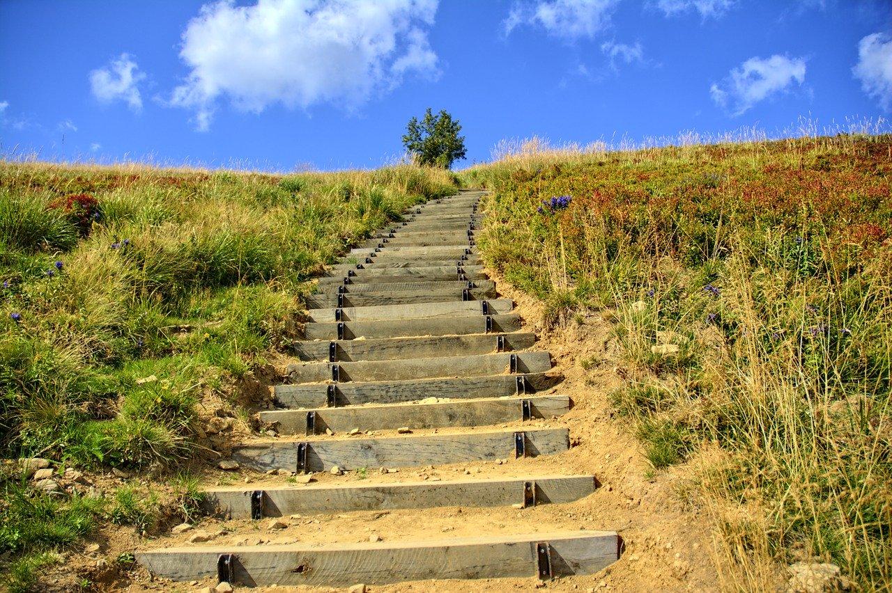 BIESZCZADY: Otwarte szlaki turystyczne. Sprawdź na jakich zasadach! - Zdjęcie główne
