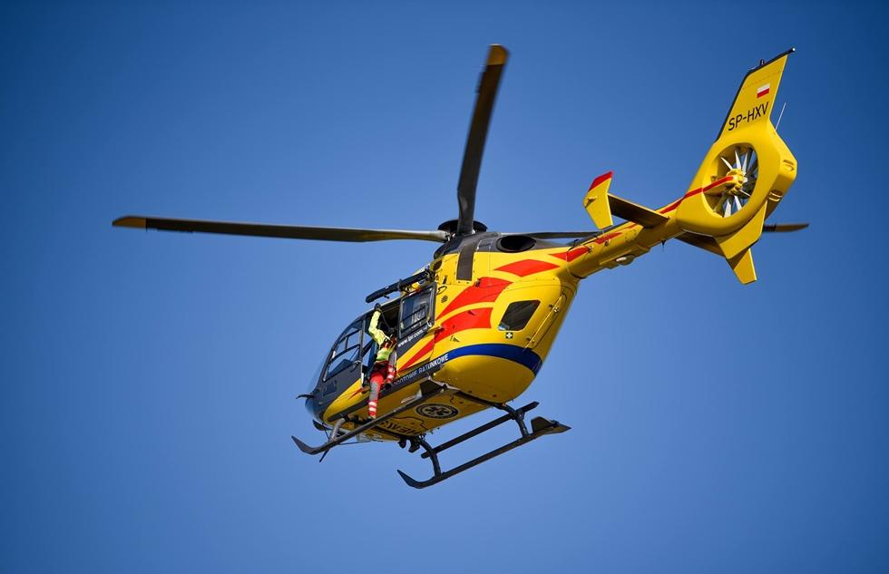 Sanocki śmigłowiec na akcji ratunkowej z użyciem noktowizora - Zdjęcie główne