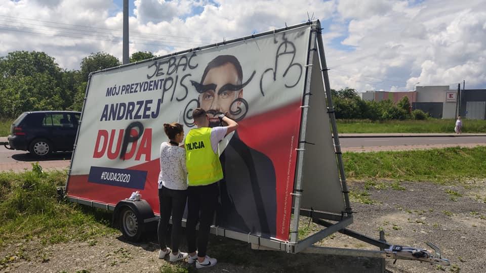 Trwa wyborcza wojenka w Przemyślu. Baner Andrzeja Dudy zniszczony - Zdjęcie główne