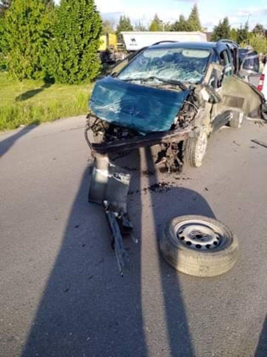 PODKARPACIE. 18-latek zignorował znak STOP i wjechał na skrzyżowanie [FOTO+VIDEO] - Zdjęcie główne