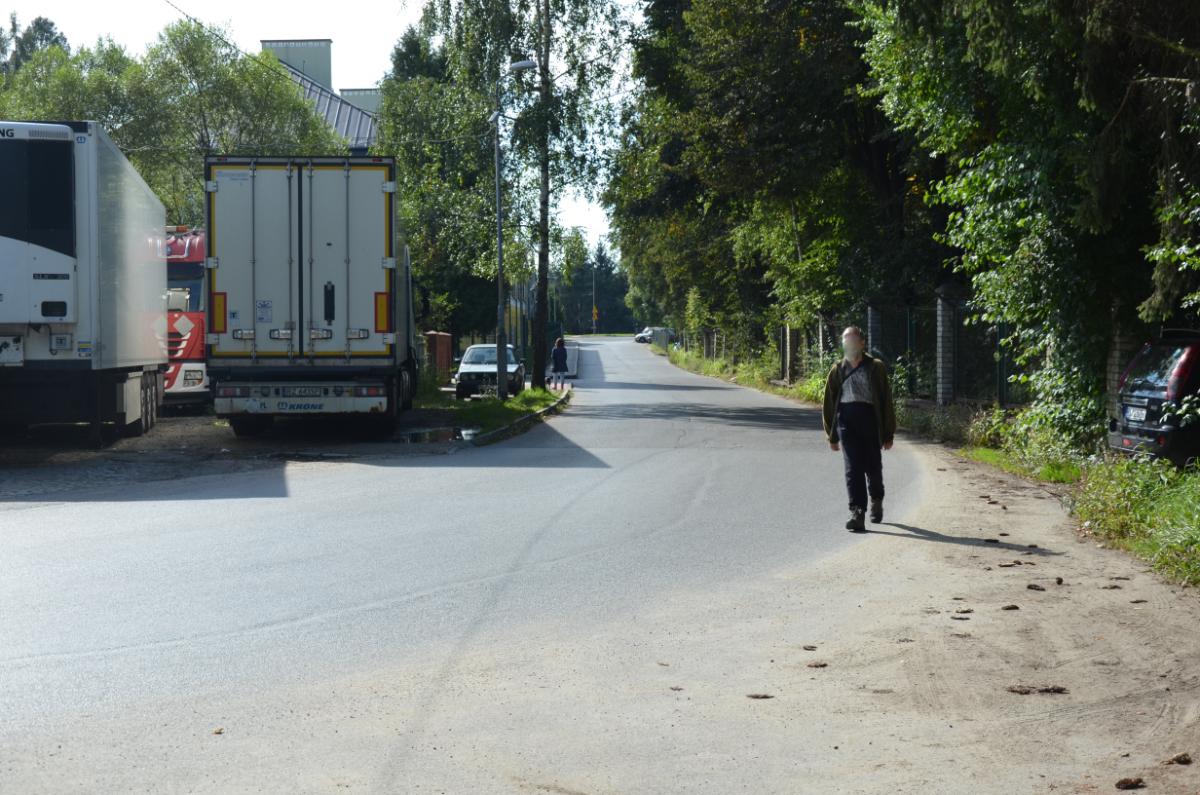 SYGNAŁY CZYTELNIKÓW: Niebezpieczny zakręt bez chodnika na Witkiewicza [ZDJĘCIA+WIDEO] - Zdjęcie główne