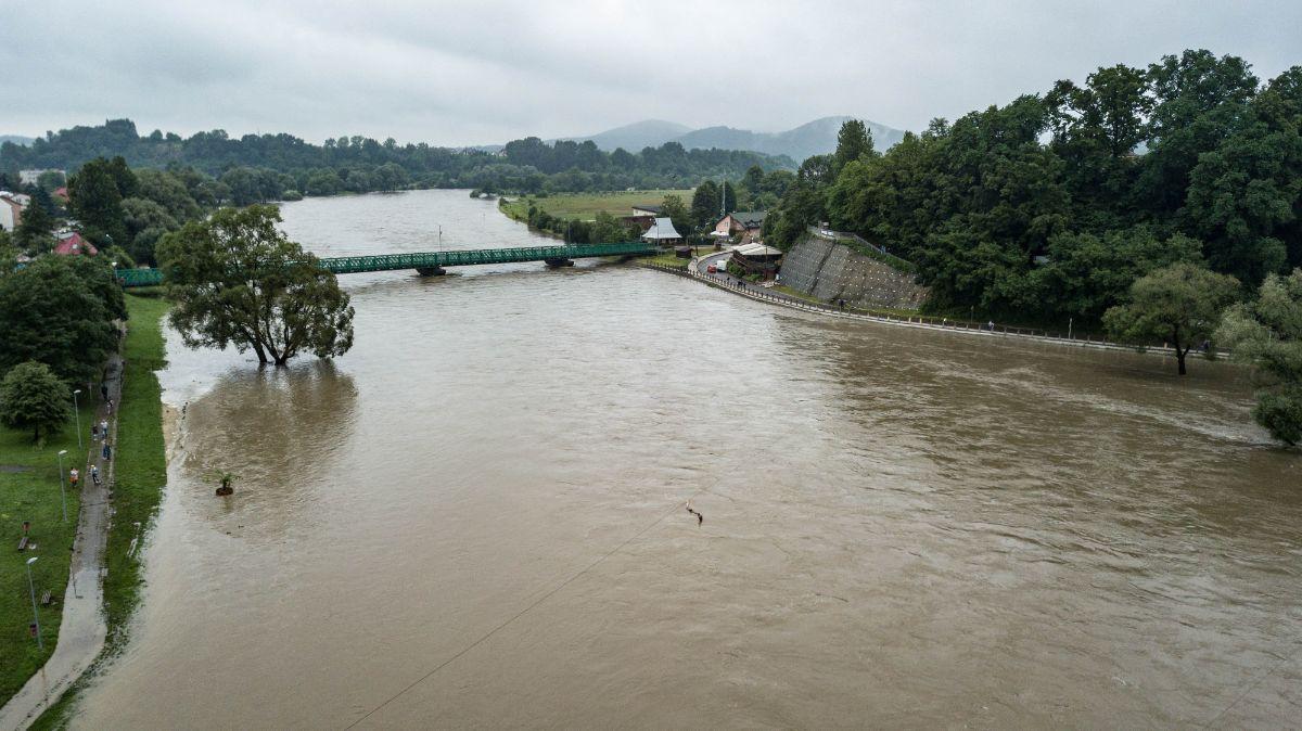 Sanok. Stan alarmowy na rzece San przekroczony [FOTO+VIDEO] - Zdjęcie główne