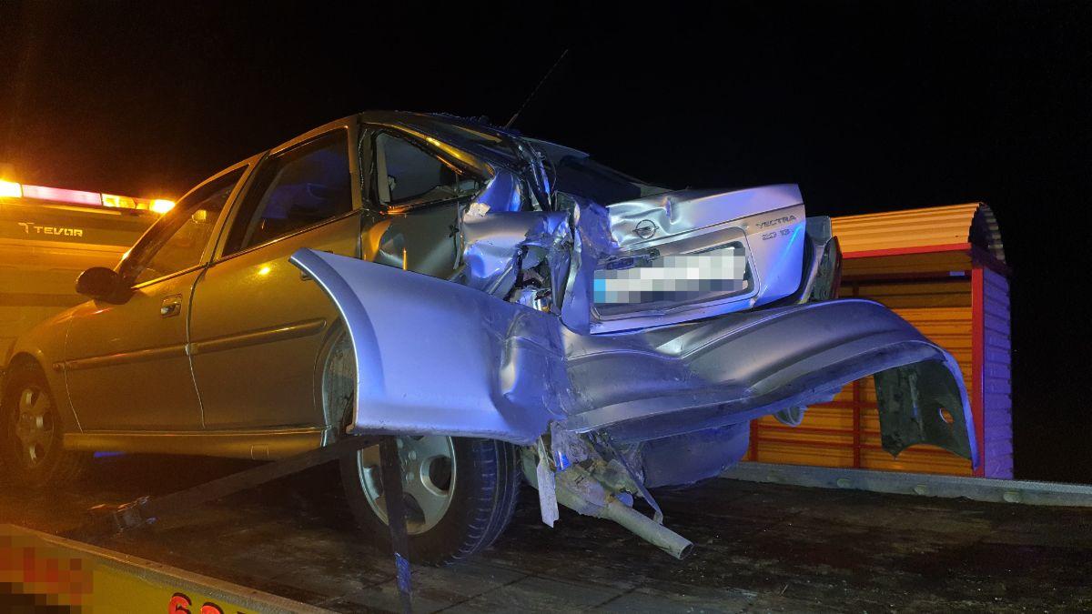 DŁUGIE: Ciężarówką najechał na tył osobówki [FOTO] - Zdjęcie główne